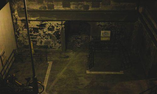 地下倉庫での敗北